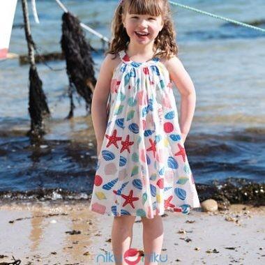 Prendisole Frugi Tabitha Beachcombin indossato